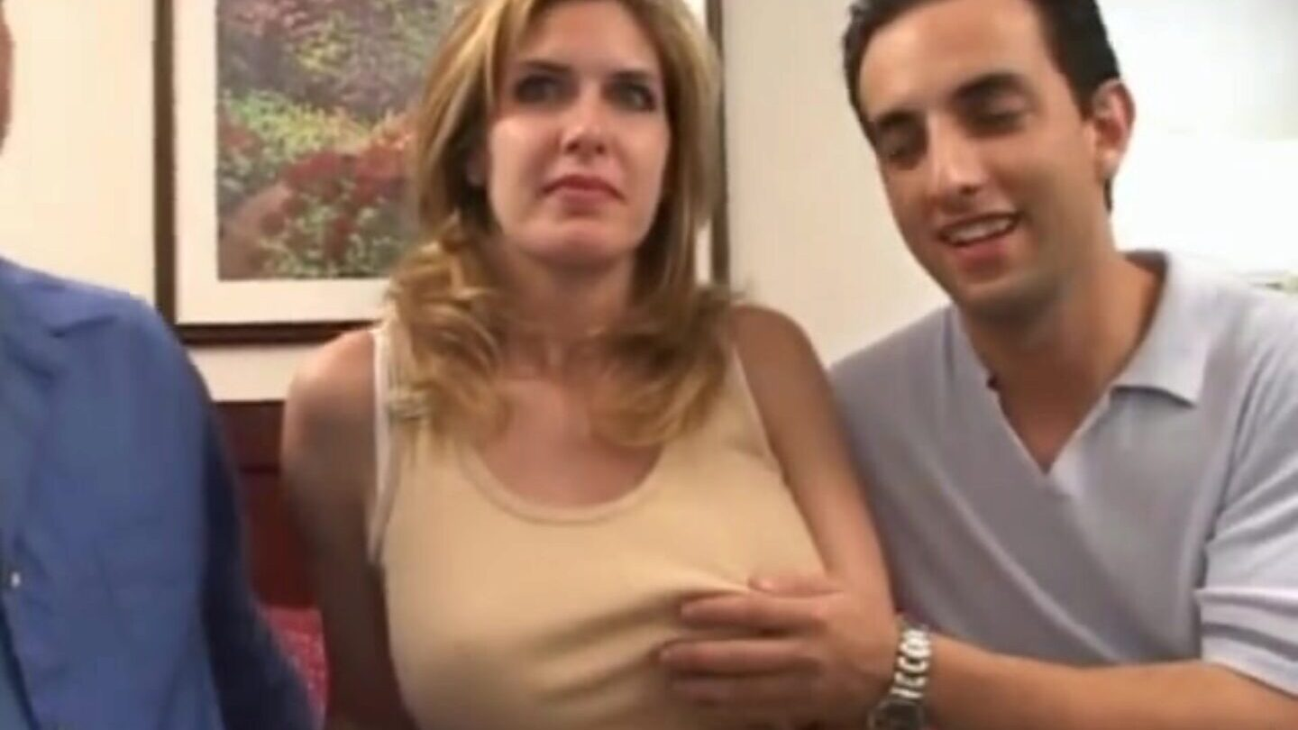 Two dick%27s inwards your fortunate wifey Horny mom is drilled by 2 guys in the afternoon