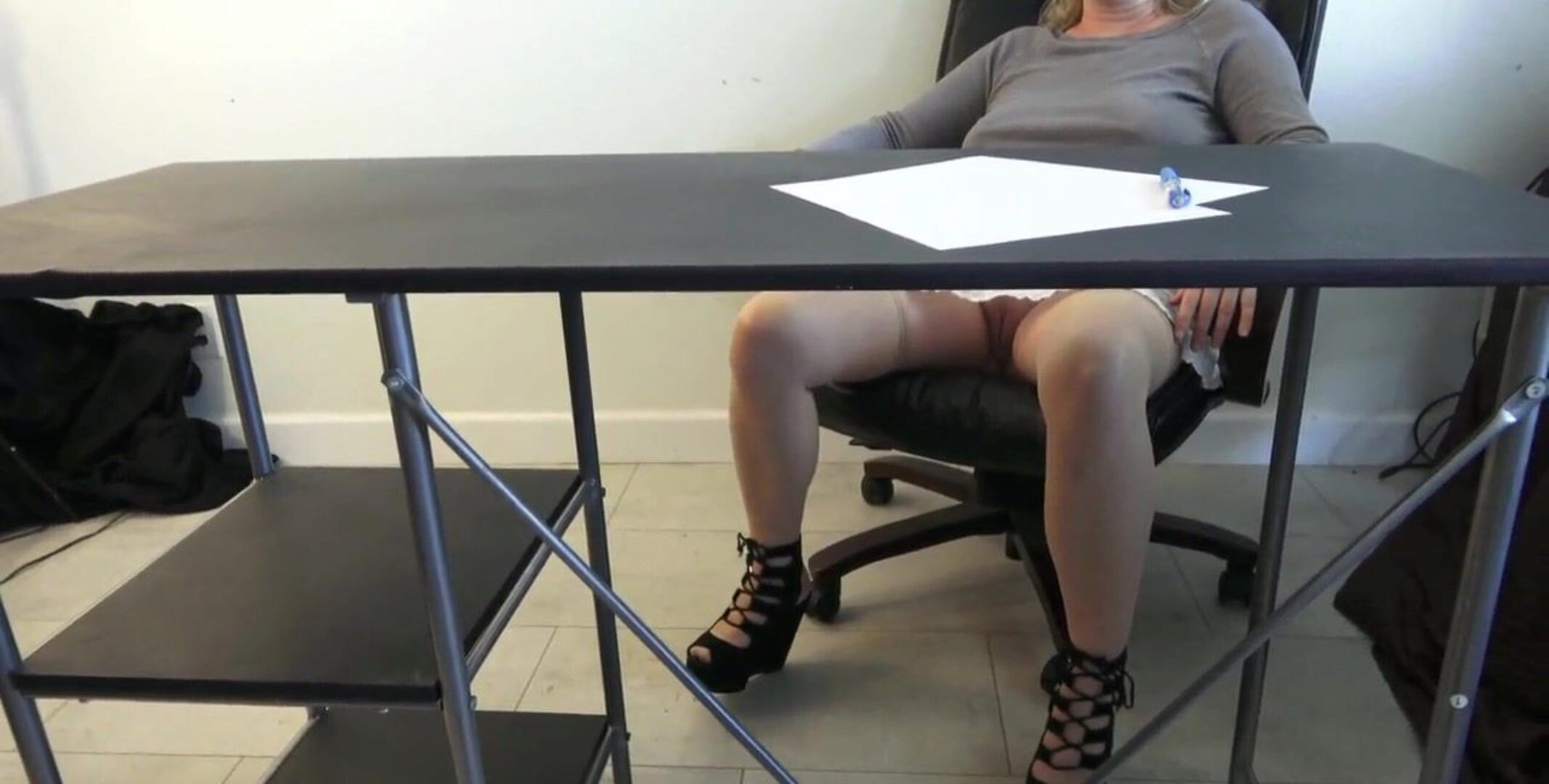 Miss Erin fucks her college girl after class Teacher receives schoolgirls knob on her desk and a facial cumshot